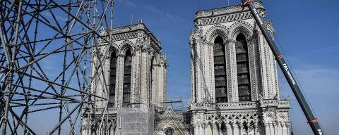 (FILES) In this file photo taken on July 17, 2019, scaffolding is seen during preliminary work on top of the Notre-Dame de Paris Cathedral three months after a major fire, in Paris. - The gigantic and complex site launched after the fire that ravaged the roof of Notre-Dame de Paris cathedral, interrupted last July 25 because of the risk of lead contamination, will restart on August 19. The labour inspectorate halted the construction site on July 25 to strengthen the protection of the workers. Decontamination of the grounds around the cathedral and several schools has since been launched. (Photo by STEPHANE DE SAKUTIN / POOL / AFP)