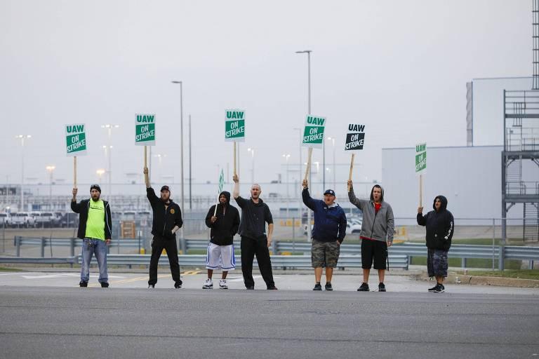 Manifestação de trabalhadores em Flint, no estado do Michigan, na manhã desta segunda