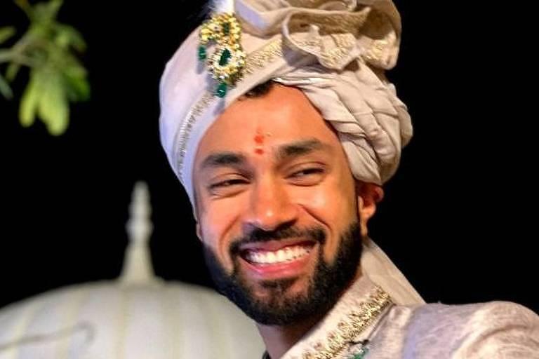 Karan em seu casamento; ele e a noiva fizeram até mapa astral para testar compatibilidade