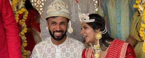 Foto de casamento na Índia; matrimônios arranjados são parte do cotidiano do país e visto como eficazes
