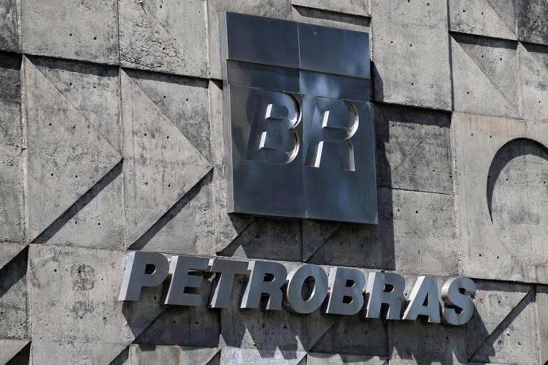 Fachada do prédio da Petrobras no Rio; disparada do petróleo testa política de preços da companhia