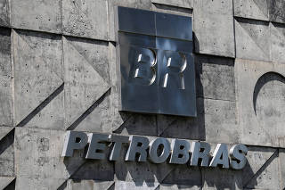 FILE PHOTO: FILE PHOTO: A logo of the Brazil's state-run Petrobras oil company is seen in Rio de Janeiro