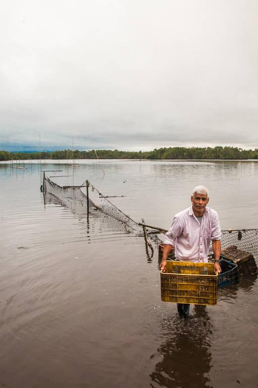 Veja imagens da pesca artesanal em Cananéia