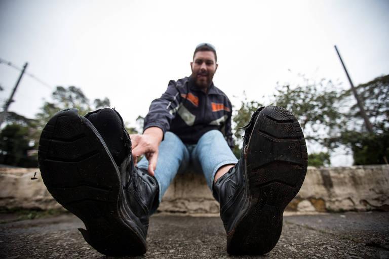 Reger Rinaldi, morador de rua que calça 54 e enfrenta problemas por falta de calçados