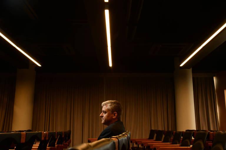 """Steven Levitsky, autor de """"Como as Democracias Morrem"""", no auditório da Folha, em visita ao Brasil em 2018"""