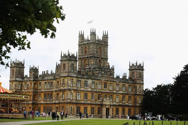 O castelo de Highclere, próximo a Newbury, a oeste de Londres, foi usado nas gravações de 'Downton Abbey'