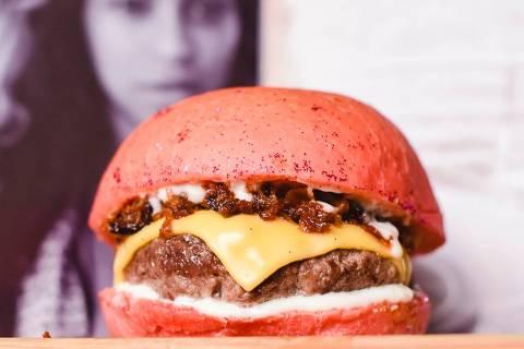 Na Burgay, Beyoncé inspira um sanduíche com bacon, o Bey.con Lemonade: burger de 150g com crispy bacon,