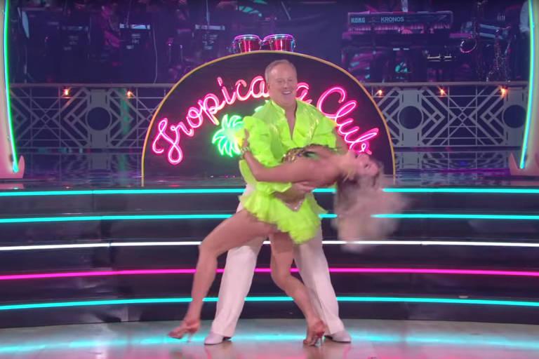O ex-porta-voz de Donald Trump, Sean Spicer, e sua parceira de dança, Lindsay Arnold, antes da estreia no programa