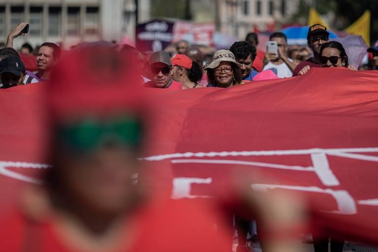 Integrantes do MTST em protesto na capital paulista