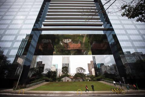 SÃO PAULO, SP, 03.09.2019 - Prédio na avenida Faria Lima, na região do Itaim Bibi, em São Paulo, que se adensou nas últimas décadas com ajuda da chamada outorga onerosa. (Foto: Zanone Fraissat/Folhapress)
