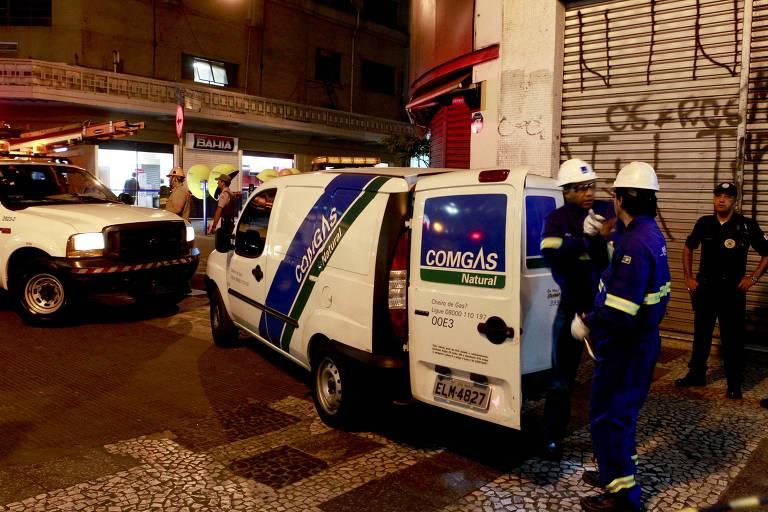 Técnicos da Comgás fazem vistoria entre a rua 7 de abril e Praça Ramos devido a um vazamento de gás na tubulação