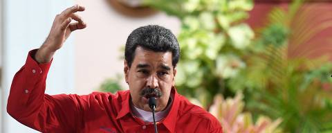 Venezuelan President Nicolas Maduro (L) speaks as the president of the Venezuelan National Constituent Assembly Diosdado Cabello applauds during the closing ceremony of the the Sao Paulo Forum at Miraflores Presidential Palace in Caracas on July 28, 2019. - Sao Paulo Forum is a conference of leftist political parties and other organizations from Latin America and the Caribbean. (Photo by Federico PARRA / AFP)