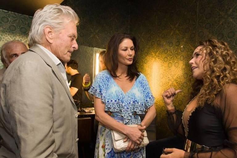 Michael Douglas e Catherine Zeta-Jones visitam camarim de Daniela Mercury, em Nova York