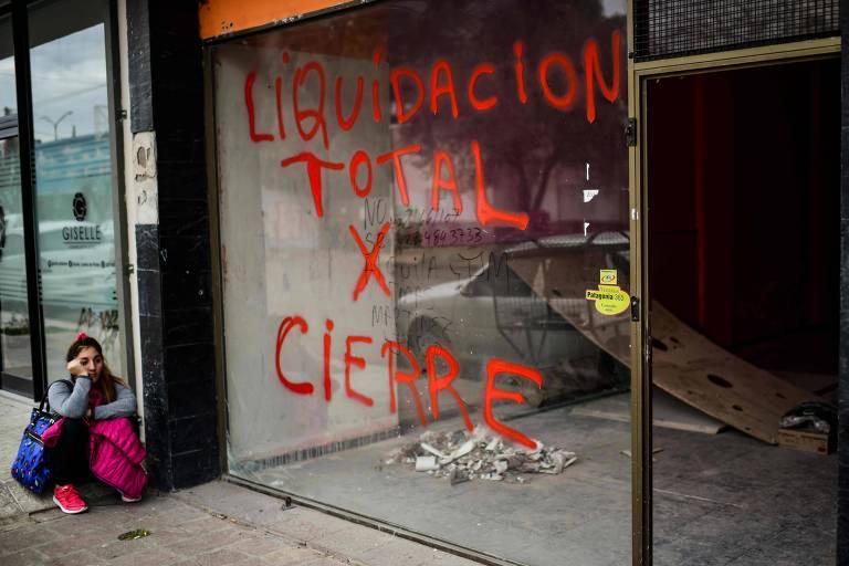Loja fechada em Trelew, na província de Chubut, na Argentina (RONALDO SCHEMIDT/AFP)