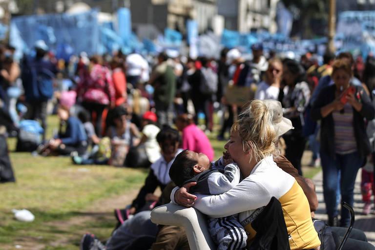 Manifestantes em frente ao Congresso, em Buenos Aires