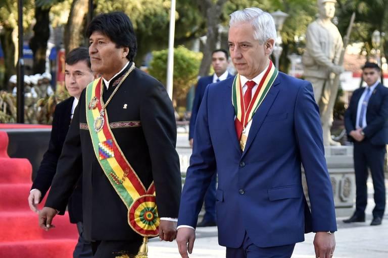 O presidente da Bolívia, Evo Morales, e o vice-presidente, Álvaro García Linera (dir.), em evento na cidade de Trinidad