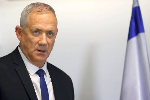 Retired Israeli General Benny Gantz, leader and candidate of the Israel Resilience party that is part of the Blue and White (Kahol Lavan) political alliance, arrives to make a statement to the press in the Israeli coastal city of Tel Aviv, on September 19, 2019. - Benny Gantz, Israeli Prime Minister Benjamin Netanyahu's main opponent in the country's general election, said he should be prime minister in a unity government. Gantz spoke to journalists after Netanyahu called for them to join together in a unity government as results from Tuesday's vote showed neither with an obvious path to form a majority coalition. (Photo by JACK GUEZ / AFP)