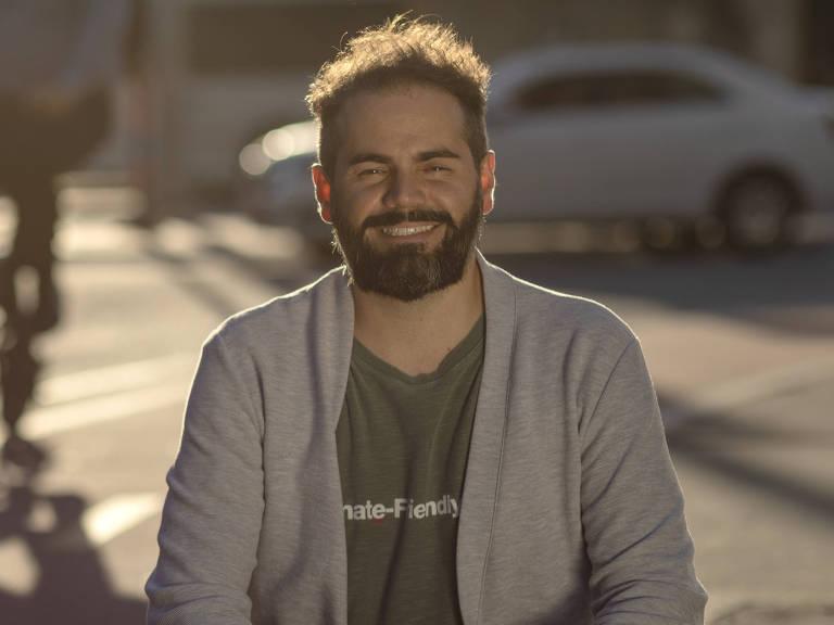 Diogo Tolezano, 35, é engenheiro e empreendedor social. Criou a Pluvi.on, organização que, a partir de estações pluviométricas baratas, faz alertas sobre chuvas fortes e enchentes, salvando vidas e evitando prejuízos