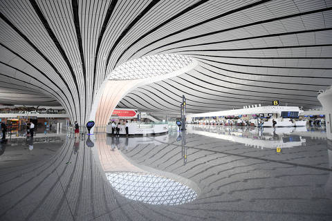 (190905) -- BEIJING, Sept. 5, 2019 (Xinhua) -- Photo taken on Sept. 4, 2019 shows an interior view of the Daxing International Airport in Beijing, capital of China. The new airport, which has completed a key check and a final review in its application for an operating license, will start operation in September. (Xinhua/Zhang Chenlin)