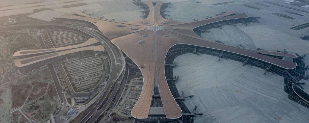 Vista aérea de aeroporto, que tem cinco pontas e parece uma estrela-do-mar