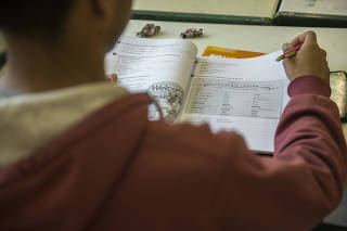 ONG oferece curso de inglês gratuito para jovens de baixa renda.
