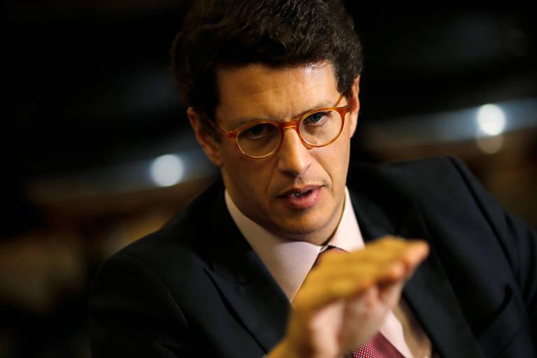 Ricardo Salles, ministro do Meio Ambiente, gesticula