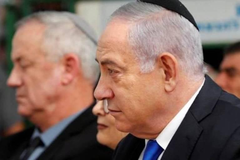 Netanyahu, com o adversário Benny Gantz ao fundo; partido de Gantz deve obter 33 cadeiras no Parlamento de Israel, contra 31 do Likud, segundo resultados preliminares
