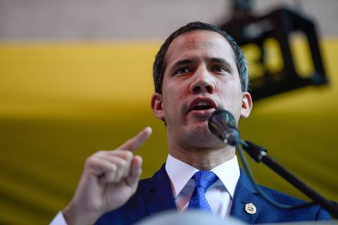 Venezuelan opposition leader and self-proclaimed acting president Juan Guaido speaks during a press conference at the Chacao Theater in Caracas on September 19, 2019. - Venezuela's socialist government on Wednesday called on the United States to restore diplomatic ties with Caracas after it opened talks with fringe opposition parties. The government and minority opposition parties -- outside of Guaido's coalition -- signed an agreement to open negotiations on political changes aimed at resolving Venezuela's crisis. The agreement involves the return of around 55 socialist lawmakers to the opposition-dominated National Assembly and the release of political prisoners. (Photo by Matias Delacroix / AFP)
