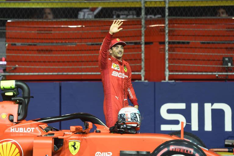 Charles Leclerc comemora pole no GP de Singapura