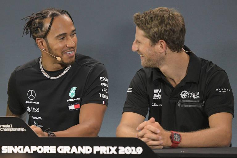 Lewis Hamilton e Romain Grosjean durante entrevista em Singapura