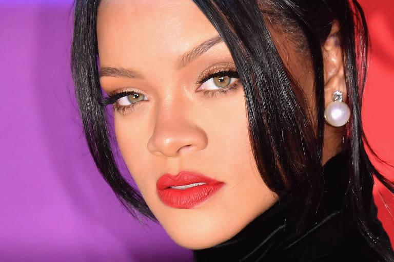 Dez anos após agredir Rihanna, Chris Brown faz comentário em foto da cantora