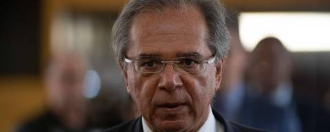 Brazilian Economy Minister Paulo Guedes arrives for a press conference with Argentinian Production and Work Minister, Dante Sica, (out of frame) in Rio de Janeiro, Brazil, on September 06, 2019. - Brazil and Argentina renewed by 2020 the automotive agreement between the two countries. (Photo by MAURO PIMENTEL / AFP)