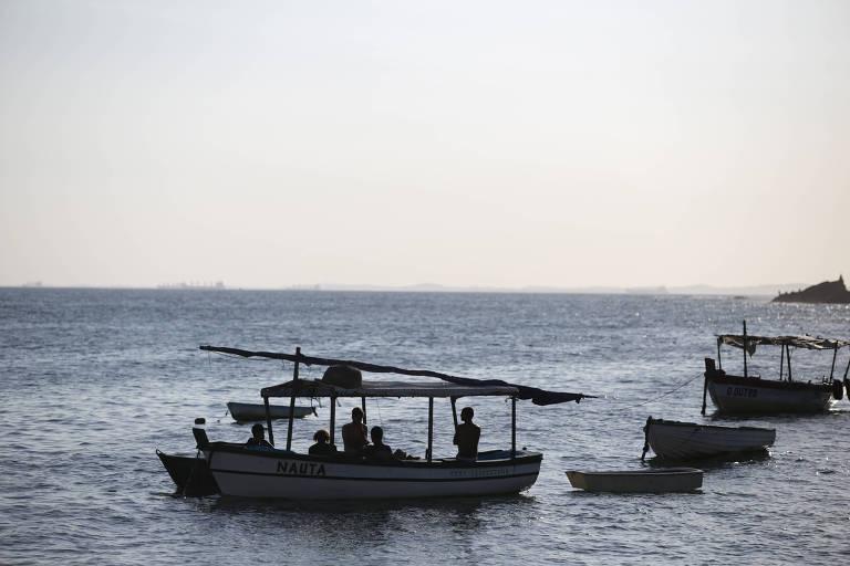 Movimentação de barcos na orla do Rio Vermelho. Lanchas e veleiros tem sido alvo de ataques de bandidos no litoral da Bahia.
