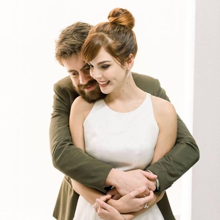 Titi Müller e Tomás Bertoni, da Scalene, se casam em São Paulo