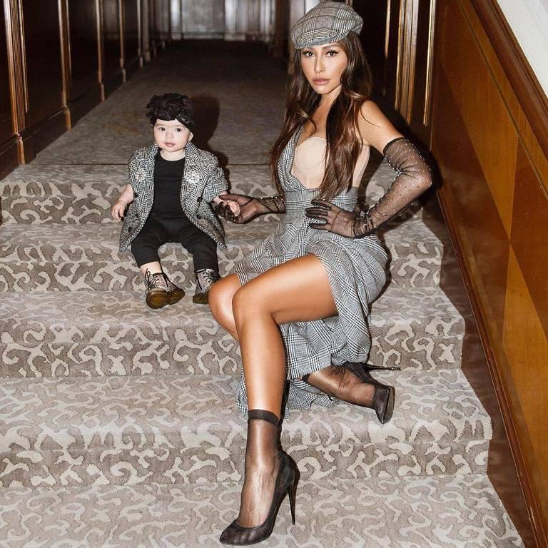 Sabrina Sato combina look com filha Zoe em Milão