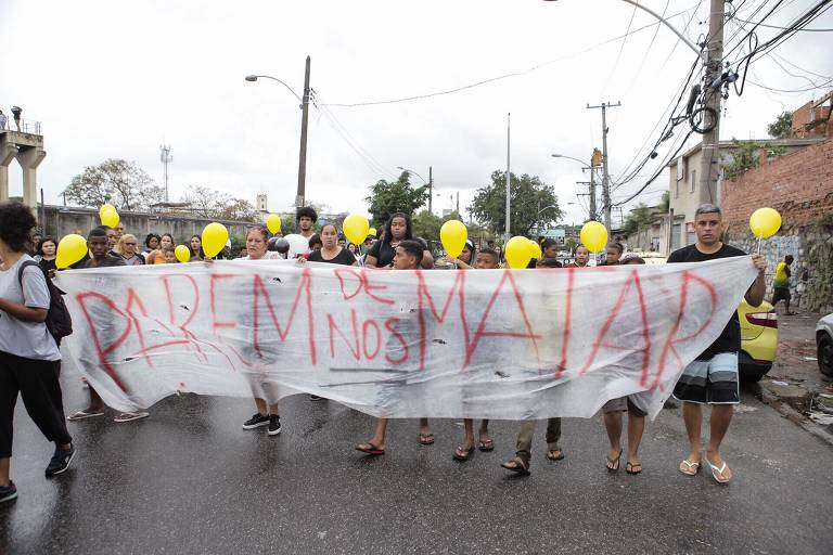Manifestação durante o velório da menina Ágatha Félix, 8, em capela próxima ao cemitério de Inhaúma, na zona norte do Rio