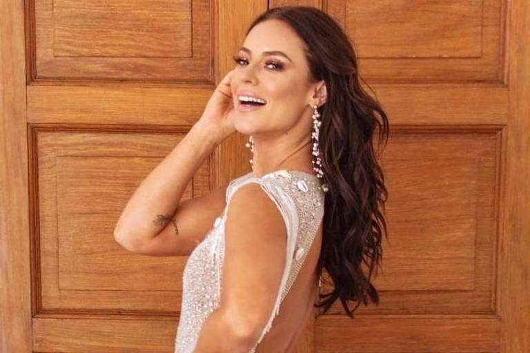 Paolla Oliveira é coroada Rainha de Bateria na Grande Rio