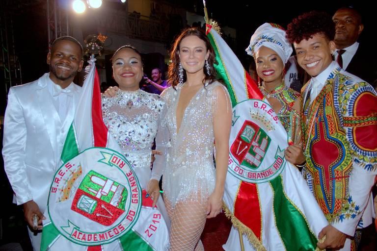 Paolla Oliveira, nova rainha de bateria da Grande Rio, foi coroada na quadra da escola, em Duque de Caxias, no Rio de Janeiro na noite de sábado (21)
