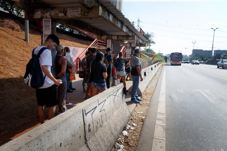 Vigilante: Trechos urbanos das  rodovias estão sujos e atraem ambulantes