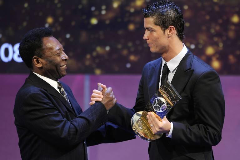 Foi no Manchester United que Cristiano Ronaldo conquistou seu primeiro título de melhor do mundo, em 2008, e inaugurou a hegemonia sua e de Messi que dominaria o prêmio por uma década