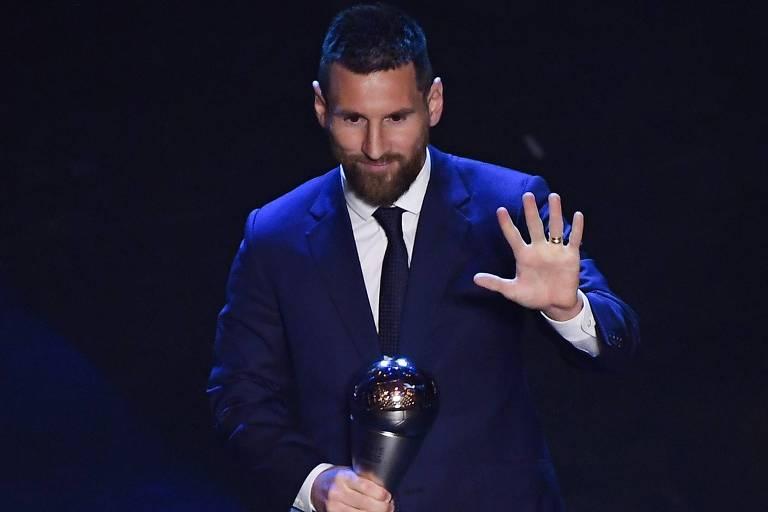 Messi recebe prêmio de melhor jogador do mundo