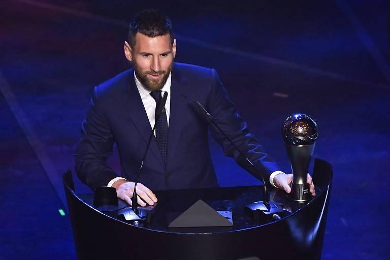 Campeão espanhol com o Barcelona (ESP) e artilheiro da Champions League, Lionel Messi foi eleito o melhor jogador do mundo em 2019, seu sexto título, um a mais que Cristiano Ronaldo, que tem cinco