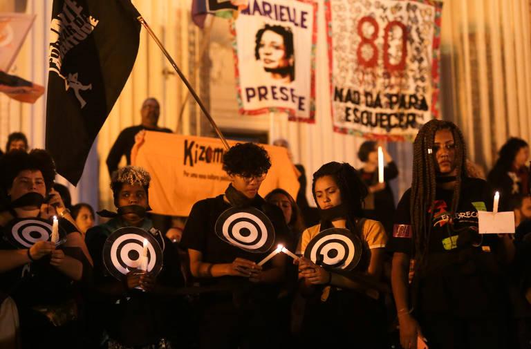 Protesto contra a violência policial depois que Ágatha Félix, de 8 anos, foi morta por uma bala perdida na favela do Complexo de Alemão durante uma operação policial no Rio de Janeiro