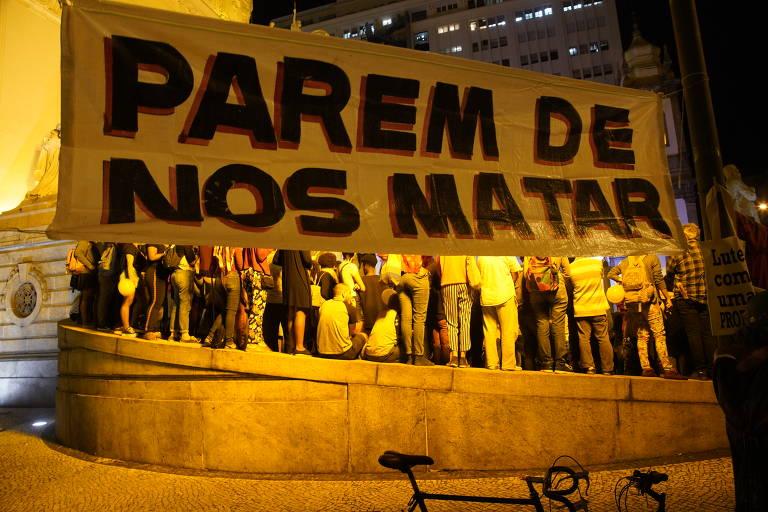 Protesto em frente a Alerj, no centro do Rio, contra a morte da Ágatha Félix por bala perdida