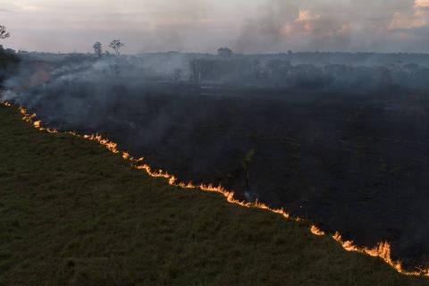 PORTO VELHO, RO, 09.09.2019 - Vista aérea de queimada na Floresta Amazônia, vista à partir da cidade de Porto Velho, capital de Rondônia. (Foto: André Cran/Folhapress)