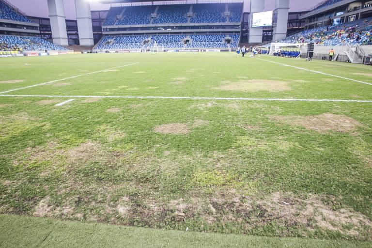 As falhas no gramado de Arena Pantanal, construído para a Copa-14, que levaram a CBF a suspender os jogos no estádio