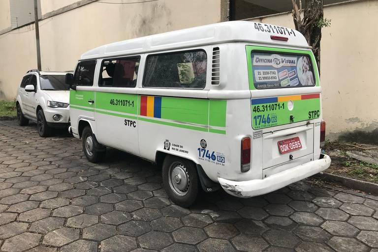 Kombi onde a menina Ágatha Félix, 8, foi assassinada, no Rio de Janeiro