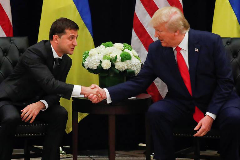 Os presidentes da Ucrânia, Volodimir Zelenski, e dos Estados Unidos, Donald Trump, durante encontro bilateral em Nova York nesta quarta (25)