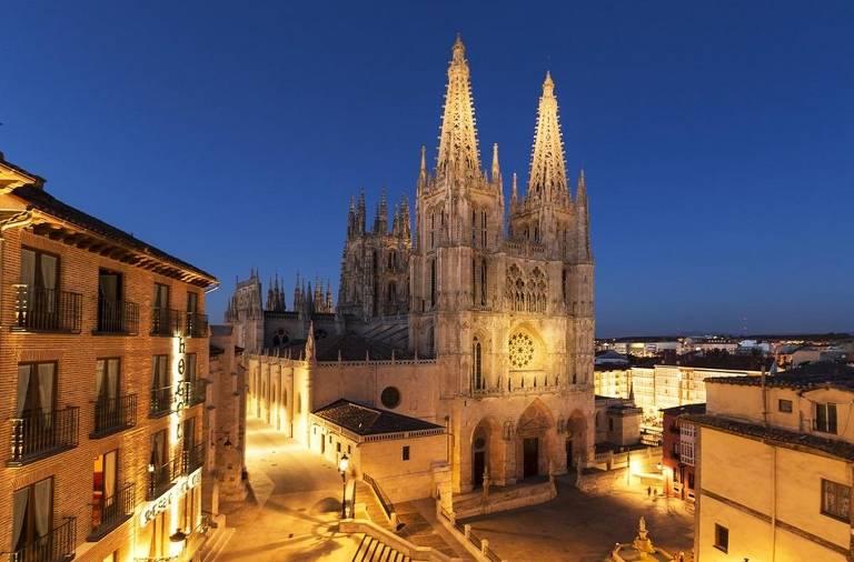A catedral de Burgos, na comunidade autônoma de Castela e Leão, na Espanha