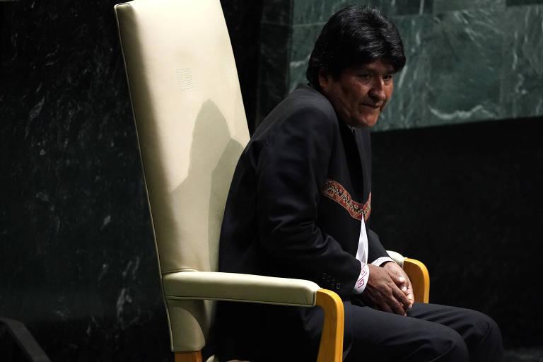 O presidente da Bolívia, Evo Morales, aguarda, sentado, o início da Assembleia Geral das Nações Unidas, em Nova York